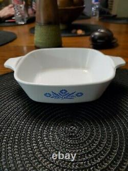 EXTREAMLY RARE Corning ware blue cornflower dish. Comes with lid